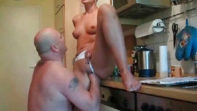 Hairy cunt of mature xnxx de cuisine housewife gets unexpected fucking in the kitchen