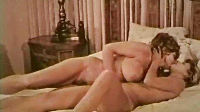 Busty mature woman lets the black man dans la cuisine porn get to know her pussy better