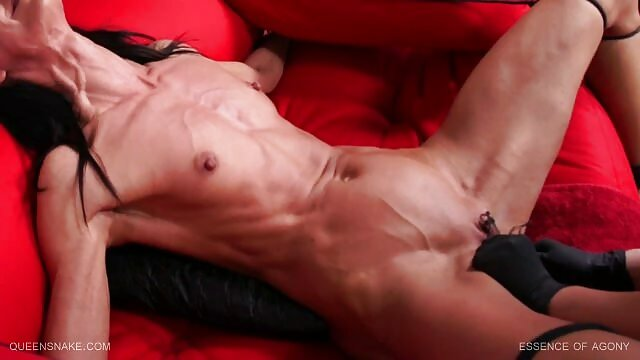 A young beauty with a tight pink pussy and a tight porno black dans la cuisine tender ass