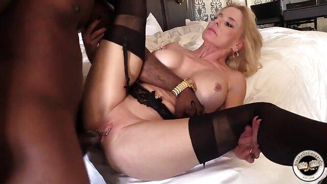Wife gives blowjob and dreams of porno de cuisine a good fuck