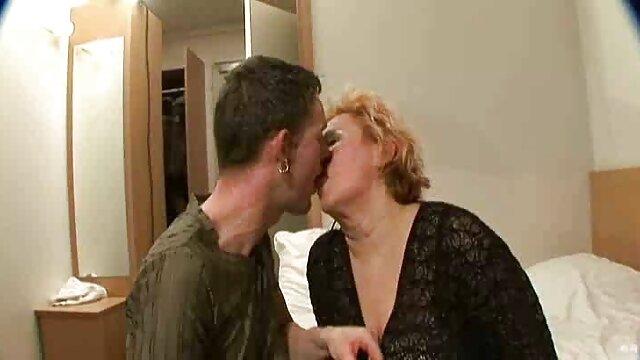 Elite slut meets video sexe dans la cuisine her client