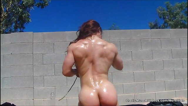 Mature lady teaches her young neighbor baisée dans sa cuisine how to fuck the vagina