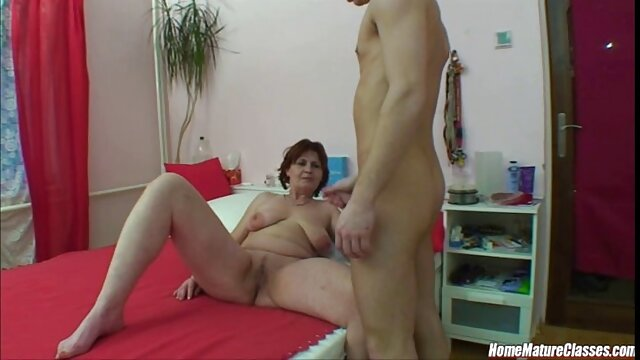 Mature pornstar cunt gets a great dildo fuck xxx en cuisine in the bathroom
