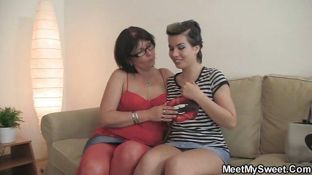 Latin porn star arrives baise sa mere dans la cuisine on the first call