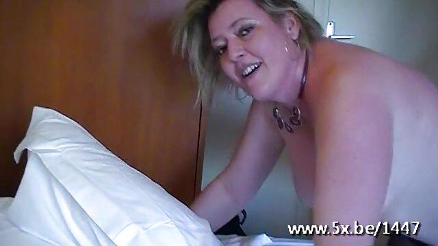 Blonde Tanning Her Pussy porno de la cuisine