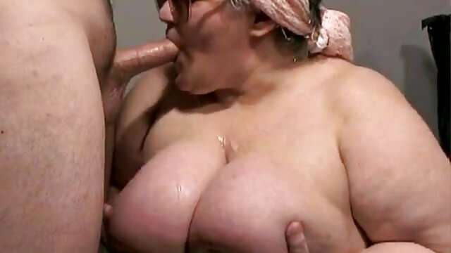 The man bared the tits of a mature blonde and fucked her intensely on the couch pornocuisine