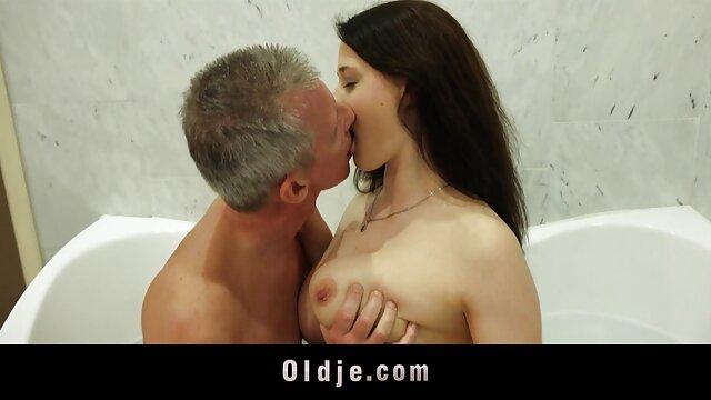 Predictable sex between girlfriends by film porno en cuisine the pool